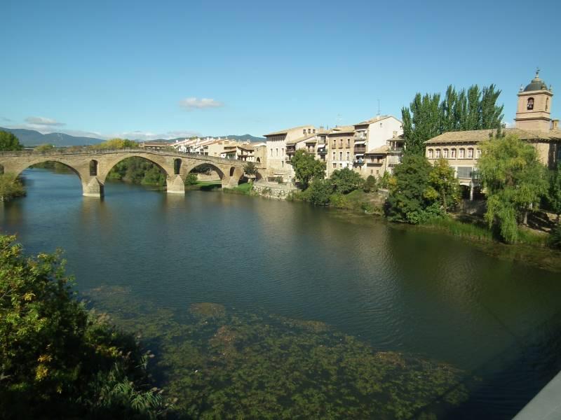 bekannte Brücke in Puente la Reina
