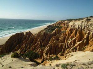 Steilküste an der Praia da Galèi